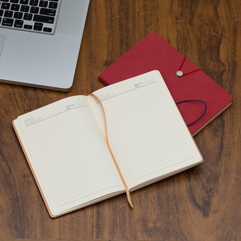 Caderneta Tipo Moleskine com Fecho Vermelho